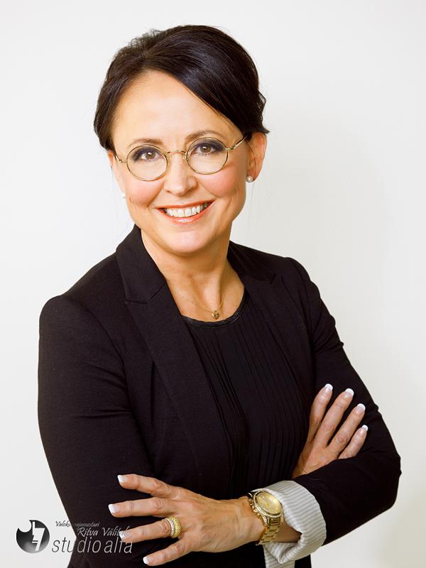Meikki: Make Up Ateljé/Ulla Ahtiainen  Kuvaus: Studio Alfa/Ritva Välitalo